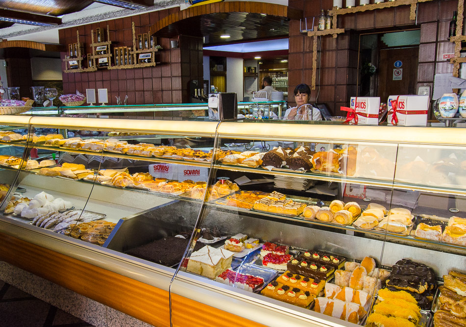 Aveiro pastry shot filled with cakes