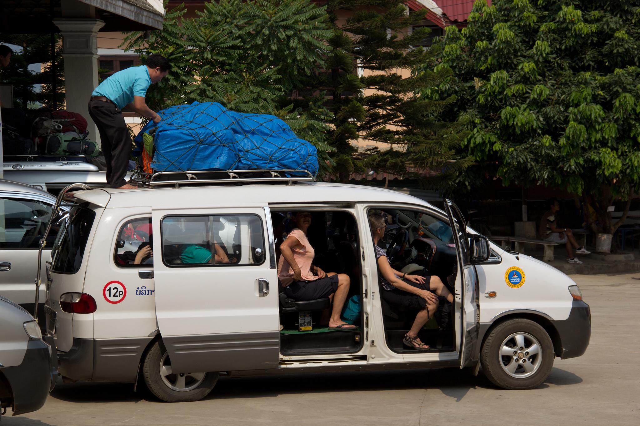 Full minivan to Vang Vieng