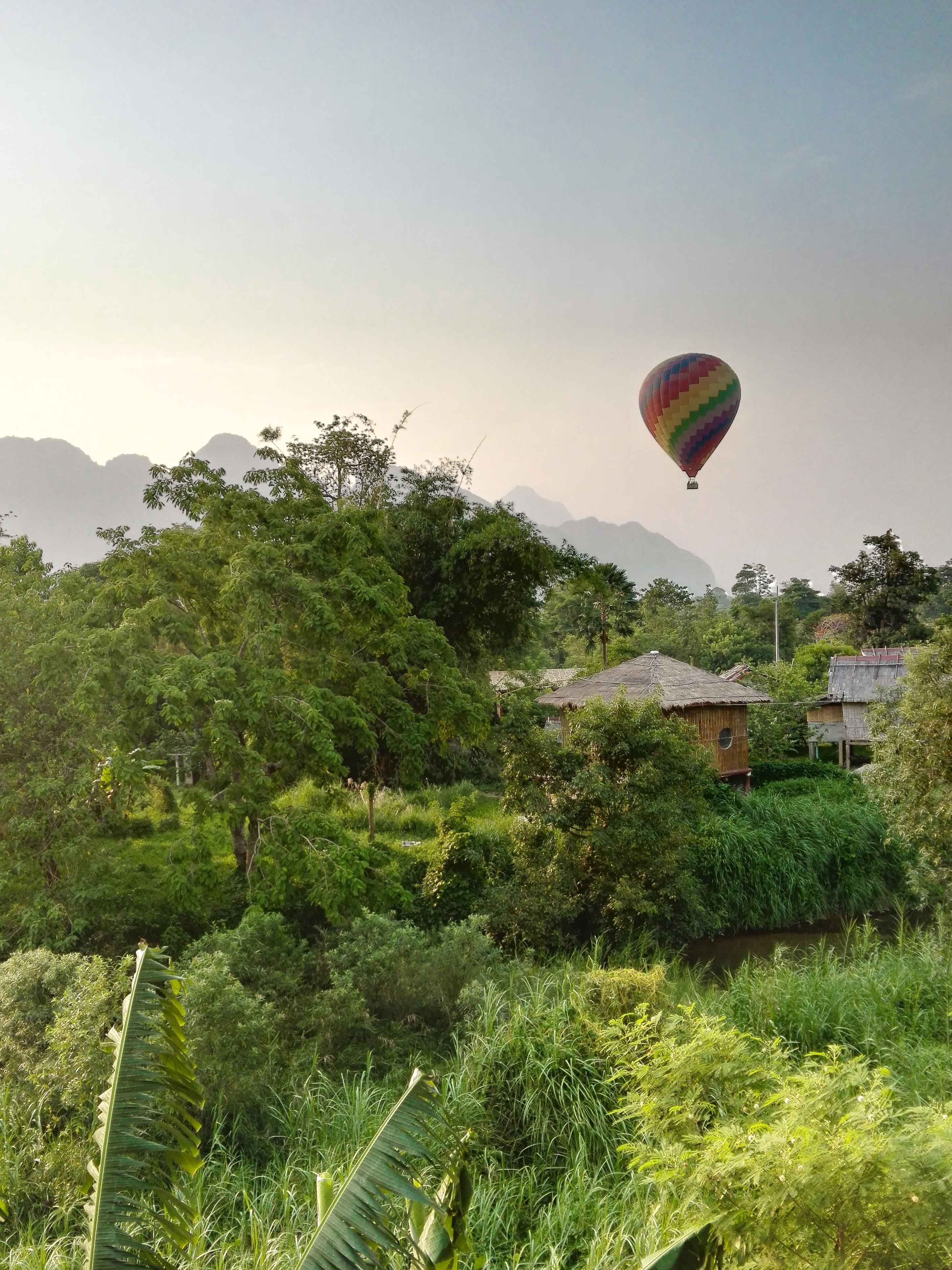 Hot air ballon rive