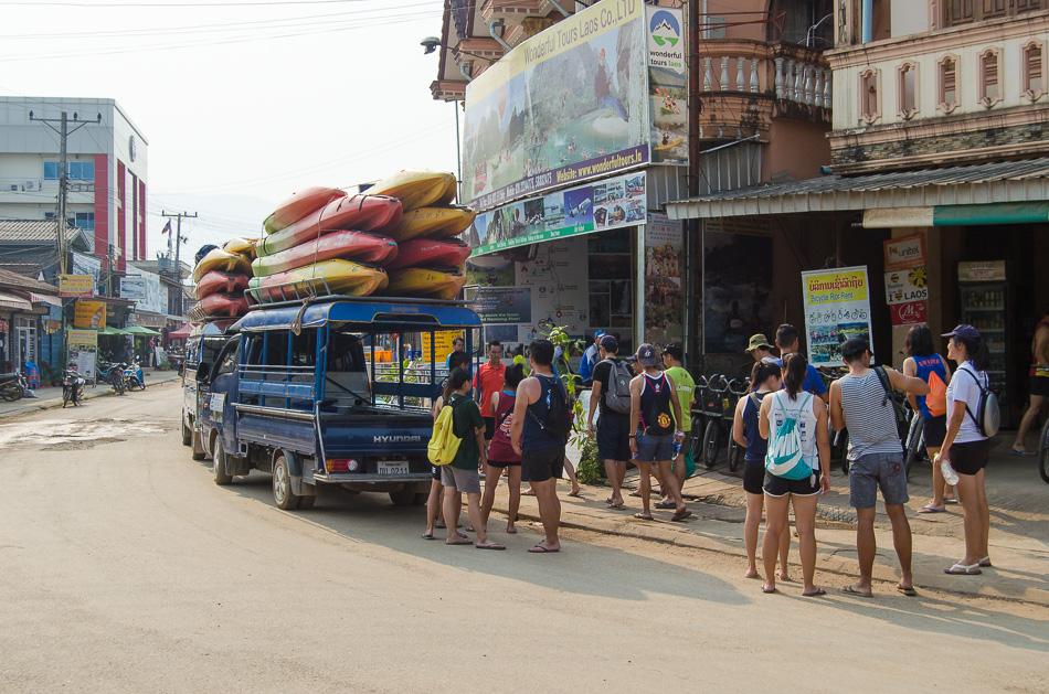 Canoeing tour Vang Vieng