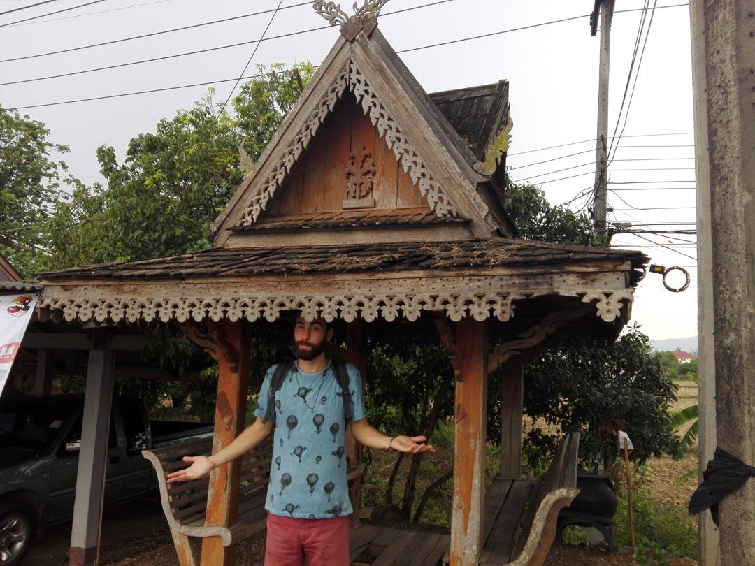Bus Stop Wat Rong Khun