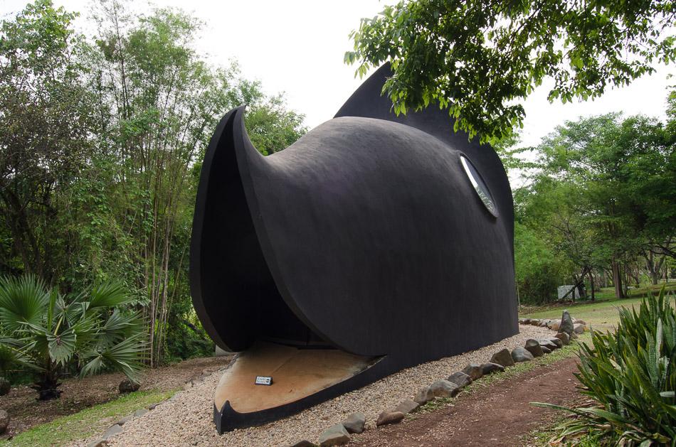 Baan Dam whale room