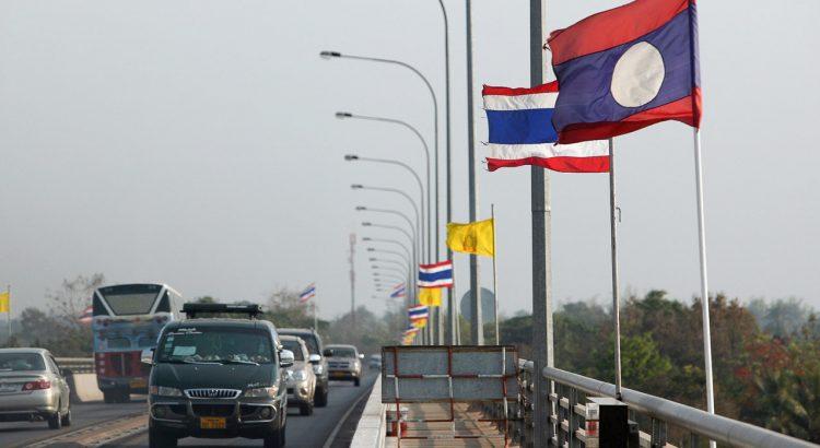 Bus Border Crossing Laos Thailand