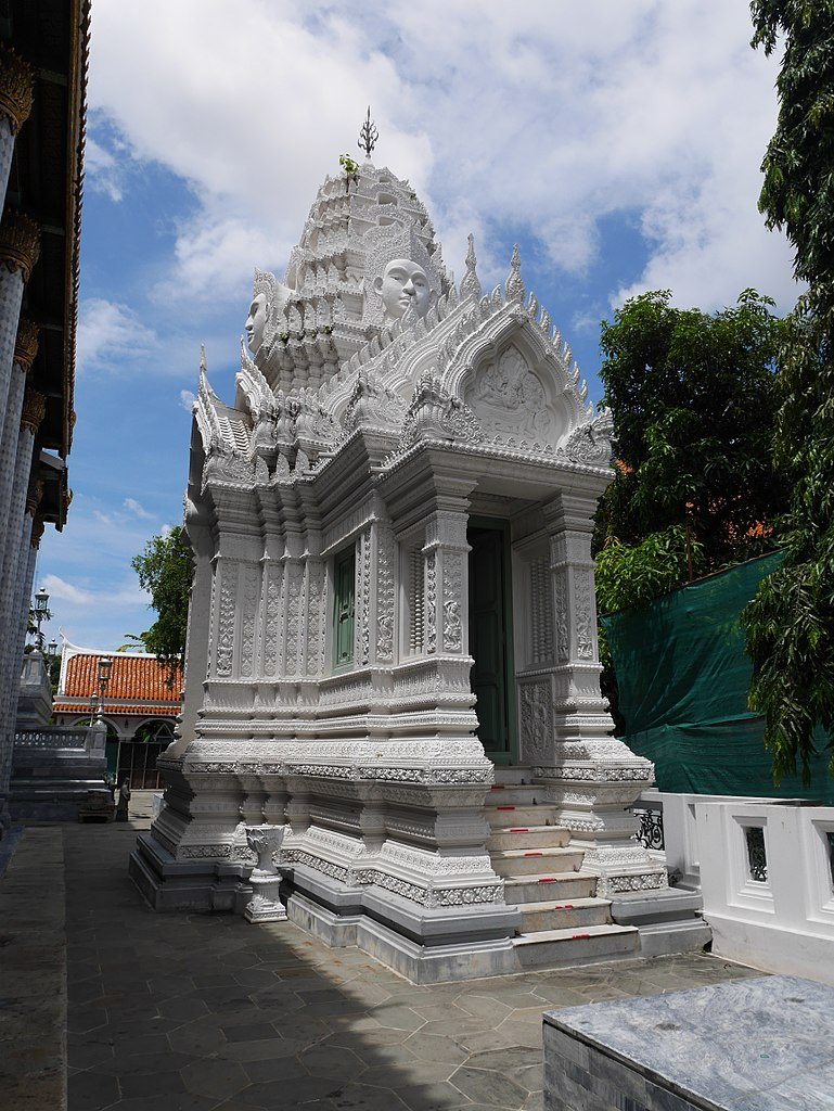 White Prang at Wat Ratchapradit
